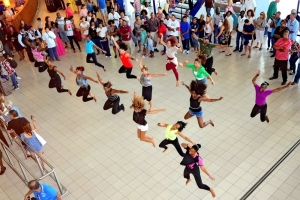 flash-mob-dance-art-saveslives-tsxm-ilandvibez